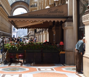 Milan: Galleria Vittorio Emanuele II, shopping district.